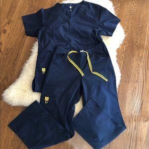 Navy scrub set: XS✨